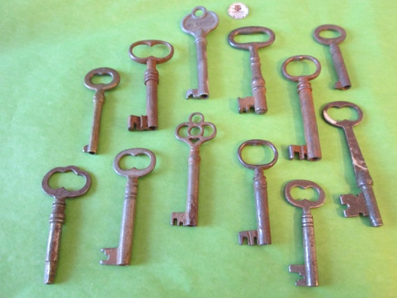 12 Assorted Original Rusty Steel Furniture/Door Keys for your Collections, Steampunk Art, Jewelry Making  etc...