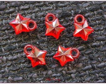 Transparent red 1.1 cm x 1 star charm