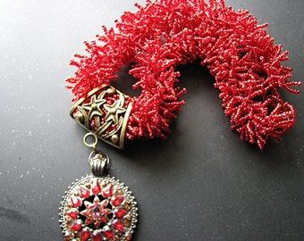 Beaded necklace with pendant  | seed bead | red statement | starfish | choker | torsade