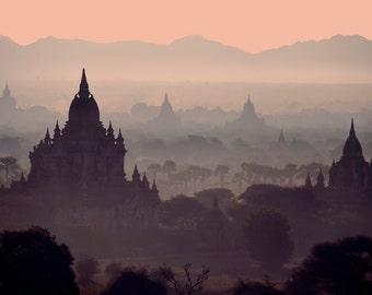 Lever de soleil à Bagan. La Birmanie. Myanmar. Fine Art Photography. Temples.
