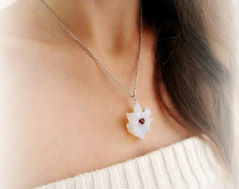 Lily flower necklace, opalite flower pendant chain necklace, moonstone necklace, white flower necklace, floral necklace,lily opalite pendant