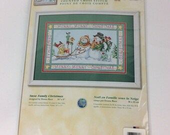 Dimensions Christmas Counted Cross Stitch kit NIP Snow Family Christmas 8760