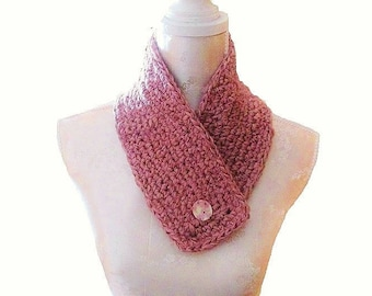 Super Stylessnood, pink, wool-blend of acrylic yarn, hand crocheted Choker