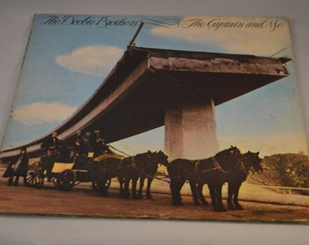 Vintage Gatefold Record Doobie Brothers: The Captain and Me Album BS-2694