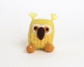Lucky yellow owl brooch, Needle felted bird pin - yellow, orange, woodland gift, animal brooch, miniature owl