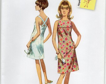 Vintage Style Dress With Crossed Back Straps Size 6 8 10 12 14 Sundress Sewing Pattern 2015 Jiffy Simplicity 1101
