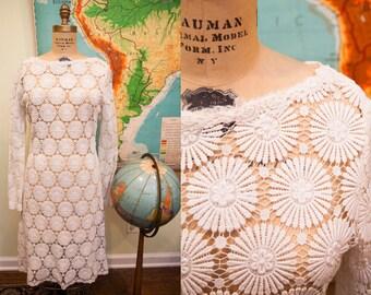 Vintage 60s Crocheted Lace Wedding Dress // Size 8 - 10 // Bohemian Wedding