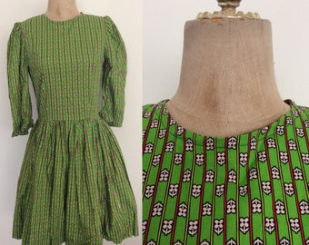 1960's Apple Green Floral Print Cotton Dress Size Small Medium by Maeberry Vintage