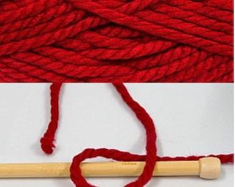 Set of 2 balls of yarn supergrosse red color
