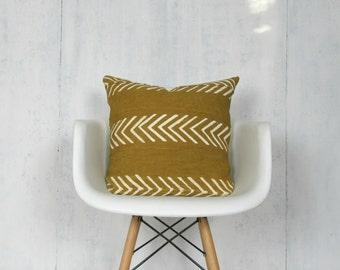 Senf, Baum Kissenbezug mit weißen Pfeile / Safran Golden afrikanischen Bogolanfini Schlamm Tuch Textil geometrische gewebt Baumwolle Farbstoff
