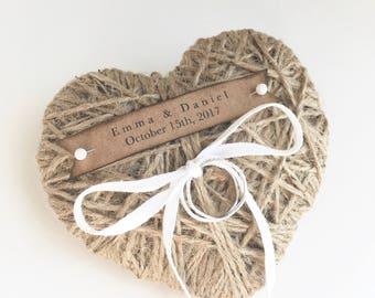 Corazón yute anillo de bodas almohada/titular-reutilización como Navidad ornamento personalizado-de la cinta o encaje de la boda ceremonia de boda anillo porta, rústico