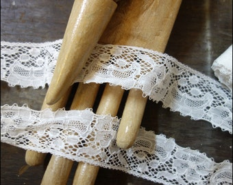 3,85m 4.2 yards delicate white vintage lace floral trim ribbon 33mm wide 1930 1940