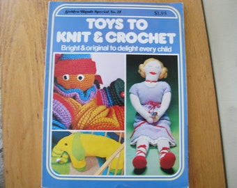 Toys to Knit and Crochet / Gold Hands Special No. 21 / Marshall Cavendish Ltd / toy knitting patterns / toy crochet patterns