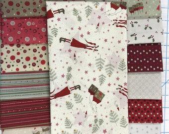 Lynette Anderson Winter Village Festive Fun Christmas Santa Reindeer Fabric 15 Fat Quarter Set