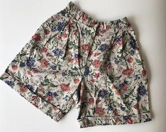 Beautiful floral vintage shorts size 6