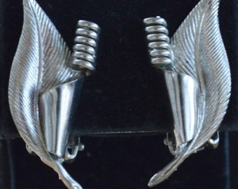 Pretty Vintage Silver tone Leaf Clip Earrings