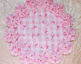 Pink Gingham with White Daisies Yo Yo Doily