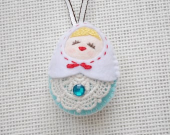 Felt White vs Blue Russian Doll (Medium Size), Felt doll, Felt Matryoshka, Felt Christmas Ornament, Felt Keychain, Felt Toy, Christmas Gift