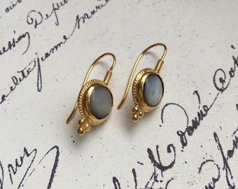 Arrezo dangle earrings, mother of pearl, 18k gold plated silver