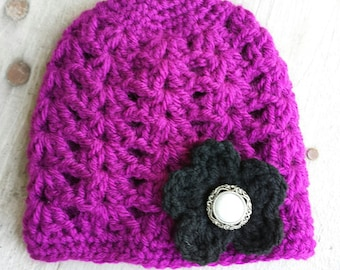 Baby crochet hat, with pearl button 0 to 3 mo.