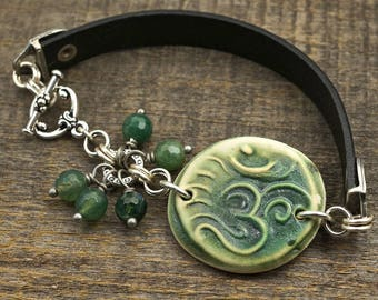 Green Om bracelet, ceramic leather silver, moss agate beads, 8 inches long