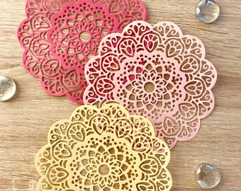 Summer themed doilies in pack of 12