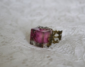 Real flower ring - rose ring - pressed flower - rose in resin - ring with real plants - botanical jewelry - nature jewelry -r0013