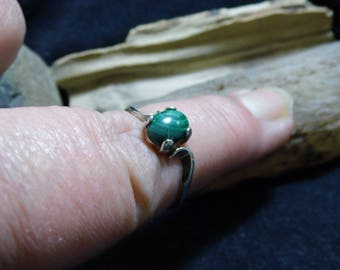 Green Malachite Sterling Silver Birthstone Solitaire Ring size 7 1/2