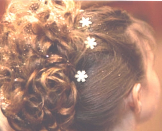 Frozen Snowflake Hair Swirls in White Glitter