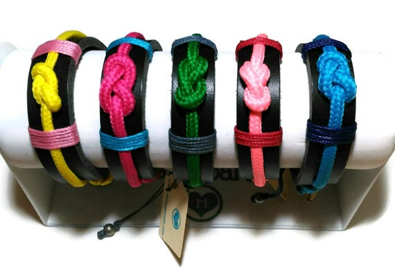 Nautic bracelet with nautic colored knot