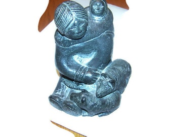 The Wolf Soulptures / The Wolf Sculptures Eskimo Woman & Child Plus Two Pet Pigs, Collectible soapstone, Vintage sculptures, home decor