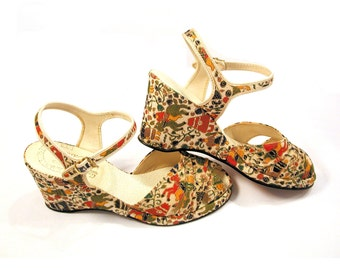 Persian Ponies, 40s Shoes, Painted Horses Wedge Heels Peep Toe Sandals, small size 5 or 6