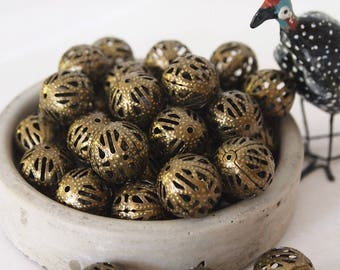 10 Metal Beads Round Detailed Cut Out Design Antique Bronze Vintage Style Size 16mm