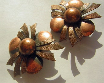 Vintage Copper Earrings 1950s Unsigned Clip Ons - Big and Happy Festive Floral Design