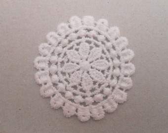 Round white Medallion lace 4 cm