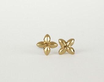 Solid gold stud earrings, 14k gold earring, gold flower stud earrings, gold studs