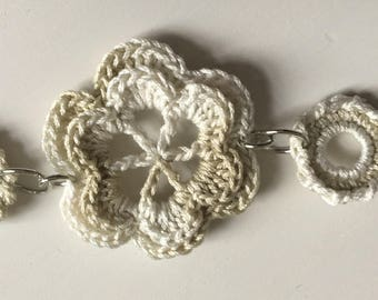 Crochet bracelet white/grey flower (for girl)