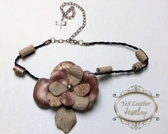 Leather flower choker-necklace