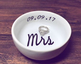 Mrs Ring Dish | Personalized Ring Dish | Bridal Shower Gift | Ring Holder | Engagement Gift | Engagement Ring Holder | Jewelry Dish
