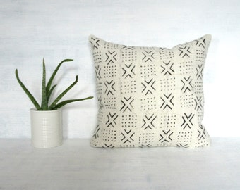 White Mudcloth Pillow Cover with Black X Pattern / African Bogolanfini Neutral Woven Cotton Textile Geometric Throw Cushion Bedding Accent