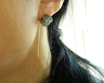 Labradorite earrings Lightweight Threader earrings silver earring minimal earring Raw crystal earrings Raw stone earrings long earrings