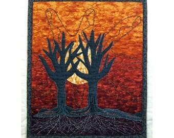 Petit Quilt Art mural Applique arbre main Silhouette or Ombre soleil