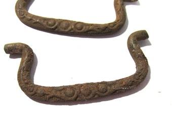 Rusty Ornate Drawer Pulls VINTAGE Ornate Handles Two (2) Antique Hardware Drawer Pulls Handles Jewelry Art Supplies Restoration (Y20)