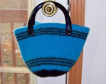 Turquoise main tricoté sac seau feutré