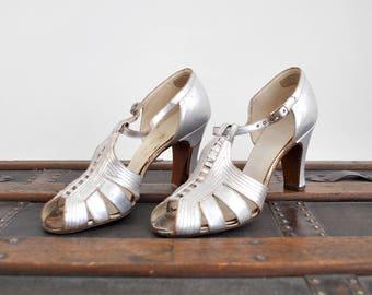 1930's Sliver Shoes. Metallic. 30's Art Deco Heels. Ankle Strap. Peep toe. 6.5.