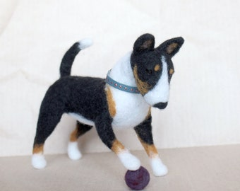 Bullterrier Felted dog Realistic dog breed figure Tricolor Bull Terrier sculpture Wool Dog Doll