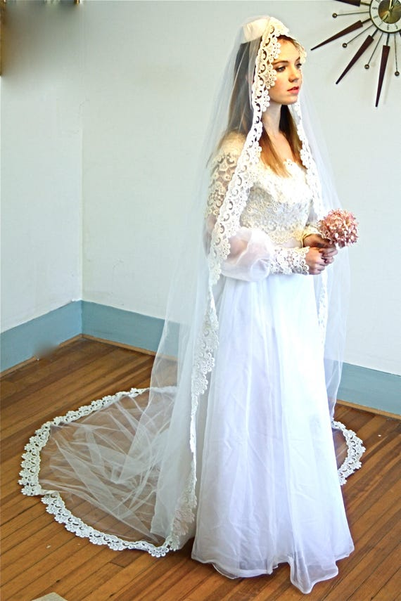 70s Wedding Dress, Lace Veil Dress Set, Vintage Chantilly Lace, Hippie Wedding dress,1970s Boho wedding,Bridal Gown, Super Long Chapel Train