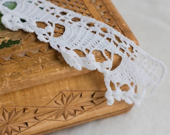 Vintage white lace_handmade trim_crocheted ribbon_6 cm 2.4'' wide_triangle edge_two pieces_off white hem trim_multipurpose DIY_with knobs