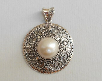Balinese sterling silver white Mabe Pearl Pendant / silver 925 / Bali handmade jewelry / 1.75 inch long / (#200m)
