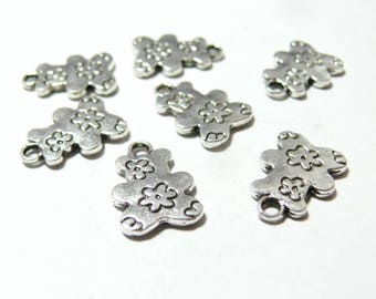 4 Pooh ref 2A2818viel Silver Flower pendants